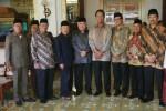 Gubernur DIY, SUltan Hamengkubuwono X (tengah) berfoto bersama dengan sejumlah tokoh Islam, seperti DIn Syamsudin usai pertemuan di Kantor GUbernur, Kepatihan Jogja, Jumat (23/1/2015). Pertemuan tersebut terkait kongres umat Islam se Indonesia yang di laksanakan di Jogja pada 8-11 Februari di Pegelaran Kraton. (JIBI/Harian Jogja/Gigih M. Hanafi)