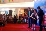 Ihsan Tarore dan Diego Robbanna menghibur pengunjung dan ratusan peserta casting MD Enterteinment di Atrium Hartono Lifestyle Mall, Solo Baru, Minggu (25/1/2015) sore. (Farid Syafrodi/JIBI/Solopos)