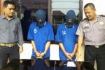 Dua tersangka pengedar narkotika Fajar Suryanto (FS), 26, warga Desa Klego, Kecamatan Klego, dan Abdul Rozak (AR), 20, warga Dukuh Bandung Wetan, Desa Bandung, Kecamatan Wonosegoro, saat gelar perkara di Mapolres Boyolali, Selasa (13/1/2015). (Hijriyah Al Wakhidah/JIBI/Solopos)