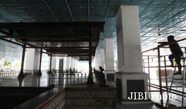 Pembangunan kios pasar darurat Klewer di Pagelaran Keraton, Rabu (21/1/2015). (Reza Fitriyanto/JIBI/Solopos)