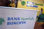 Pelayanan nasabah Bank Bukopin Syariah (Abdullah Azzam/JIBI/Bisnis)