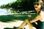 Taylor Swift berbikini saat liburan di Hawaii (Instagram)