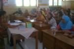 Orang tua siswa mengikuti audiensi bersama Kepala SDN 1 Luwang, Gatak, Sukoharjo, Haryadi Prasaja, di sekolah setempat, Kamis (8/1/2015). (Moh. Khodiq Duhri/JIBI/Solopos)