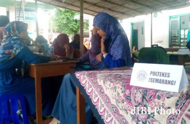 Sejumlah stan di Madrasah Aliah (MA) Al Islam Solo memperkenalkan profil 28 perguruan tinggi se-Jateng melalui Kamas Edu Expo 2015, Sabtu (31/1/2015). (Septhia Ryanthie/JIBI/Solopos)