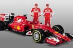 Pembalap Ferrari F1 Raikkonen dan Vettel pose dengan SF15-T. Ferrari Media/Handout/rtr