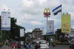 Sejumlah billboard menawarkan jasa iklan berdiri di pinggiran jalan Sudirman, Jogja, Rabu (28/1/2015). Tahun ini, diprediksi belanja iklan menurun karena kebijakan larangan iklan rokok untuk outdoor. (JIBI/Harian Jogja/Abdul Hamied Razak)