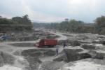 Tebing Longsor, Belasan Truk Pasir Terjebak di Kali Woro Klaten