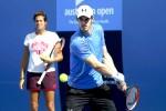 Amelie Mauresmo (kiri) sedang memperhatikan petenis asal Inggris Andy Murray yang dia latih dalam sesi latihan menjelang final Australian Open 2015. JIBI/Reuters/Issei Kato