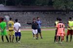 Tim Persis Solo yang belum resmi terbentuk sedang mendengarkan instruksi pelatih, Aris. JIBI/Solopos/dok