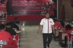 Puluhan orang kader PDI Perjuangan mengikuti tes tertulis dan psikotes calon ketua DPC di Kantor DPD PDI Perjuangan Jawa Tengah, Panti Marhaen, Kota Semarang, Minggu (25/1/2015). (Insetyonoto/JIBI/Solopos)