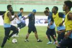 Timnas Indonesia U-22 saat lakukan TC di Stadion Manahan Solo (DokJIBI/Solopos/Antara/Herka Yanis Pangaribowo)