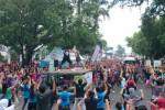 Seribuan masyarakat ikut senam massal dalam acara Car Free Day Mendengar Radio di Titik Nol Kilometer, Minggu (8/2/2015). (Istimewa/Star Jogja)