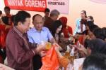 FOTO BAZAR MURAH : Sekolah Komunitas Jual Minyak Sinarmas