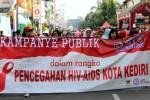 Meriahnya kampanye pencegahan HIV/AIDS di Kediri, Minggu (1/2/2015). (JIBI/Solopos/Antara/Rudi Mulya)