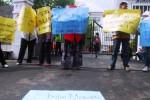FOTO NASIB GURU HONORER : 7 Bulan Tunjangan Profesi Ditunggak