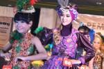 FOTO PERAGAAN BUSANA : Ratusan Model Peragakan Batik di Madiun