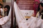 Puteri Indonesia belajar membatik di Serpong, Sabtu (21/2). (JIBI/Solopos/Antara/Muhammad Iqbal)