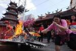 Ritual Pao Oen di Klenteng Tien Kok Sie, Minggu (8/2/2015). (Reza Fitriyanto/JIBI/Solopos)