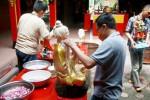 Ritual memandikan patung Dewa di Jogja, Jumat (13/2/2015). (Gigih M. Hanafi/JIBI/Harian Jogja)