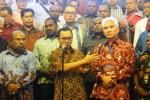 FOTO UU MINERBA : Papua Minta Bagi Hasil Emas Freeport