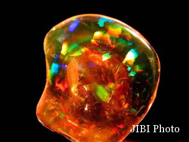 Fire Opal (Istimewa/harlequinminerals.co.uk)