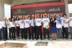 Managemen Kelompok Usaha Saraswanti saat prosesi topping off di Graha Indoland, Kamis (27/2). Rencananya Graha Indoland ini bakal beroperasi pada Desember 2015. (JIBI/Harian Jogja/Joko Nugroho).