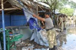 Petugas Satpol PP Sukoharjo membongkar kios semi permanen PKL di Jl. Honggopati Solo Baru atau di Desa Langenharjo, Kamis (12/2/2015). (Abdul Jalil/JIBI/Solopos)