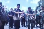 Danrem 074/Warastratama Solo, Kolonel Inf Bakti Agus Fadjari dan Bupati Sragen, Agus Fatchur Rahman, meresmikan Jembatan Singopadu yang terletak di Dukuh Sumber, Desa Singopadu, Jumat (27/2/2015). (Abdul Jalil/JIBI/Solopos)