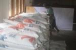 Sebanyak 402 beras untuk warga miskin (raskin) di Desa Sendangijo, Selogiri mulai didistribusikan Badan Urusan Logistik (Bulog) Wonogiri, Senin (23/2/2015). Raskin yang dibagikan itu adalah raskin bulan Februari 2015. (Muhammad Ismail/JIBI/Solopos)