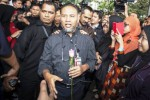 Wakil Ketua KPK Bambang Widjojanto didampingi para pengacaranya menuju Bareskrim Mabes Polri (Hafidz Mubarak A.)