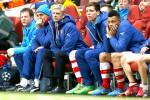 Manager Arsenal Arsene Wenger dan sejumlah peain cadangan menyaksikan kekalahan timnya atas Monaco dalam babak 16 besar Liga Champions. JIBI/Reuters/Eddie Keogh