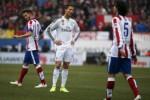 Reaksi bintang Real Madrid Ronaldo seusai timnya takluk dari Atletico Madrid. JIBI/Rtr/