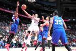 Forward Atlanta Hawks Jeff Teague  meloncat sambil berusaha memasukkan bola ke basket Philadelphia 76ers di Philips Arena in Atlanta. Ist/nba.com