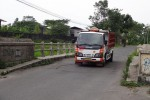 Kendaraan melintasi Jembatan Babadan atau Jembatan Grenjeng di Desa Purwomartani, Kalasan, Sleman, Selasa (24/2/2015). (Rima Sekarani/JIBI/Harian Jogja)