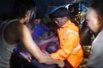 Tim Search and Rescue (SAR) dari Badan Penanggulangan Bencana Daerah (BPBD) Boyolali mengevakuasi jenazah Sutarmin, 53, warga Dukuh Jering RT 004/RW 001, Desa Krasak, Kecamatan Teras, yang tewas tercebur sumur, Minggu (8/2/2015) sore. (Hijriyah Al Wakhidah/JIBI/Solopos)