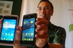 Senior Product Manager SHH Acer Indonesia Fabian Kayatmo menunjukkan produk terbarunya, Liquid Z205, belum lama ini.