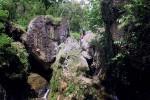 Beberapa pengunjung menikmati keindahan alam Wisata Watu Gembel yang berada di Dusun Girinyono, Desa Sendangsari, Pengasih, pekan lalu. (JIBI/Harian Jogja/Holy Kartika N.S.)