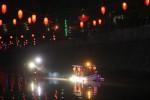 Wali Kota Solo, F.X. Hadi Rudyatmo bersama rombongan menaiki perahu wisata air Kali Pepe di Kawasan Kretek Gantung, Sudiroprajan, Jebres, Solo, Kamis (5/2/2015) malam. (Reza Fitriyanto/JIBI/Solopos)