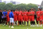 Pelatih Persis Solo Aris Budi sedabng memberi pengarahan kepada para pemainnya. JIBI/Solopos/dok