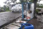Salahsatu gerobak milik pedagang kaki lima di kawasan Tlogoadi, Mlati Sleman terguling saat diterjang angin ribut, Kamis (26/3/2015) siang. (JIBI/Harian Jogja/Sunartono)