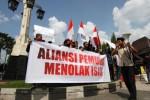 Aksi Aliansi Pemuda Islam di Solo, Senin (23/3/2015). (Ivanovich Aldino/JIBI/Solopos)