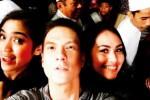 Bertrand Antolin bersama Kartika Putri dan Jessica Iskandar berfoto selfie saat di hari pemakaman Olga, Sabtu (2832015). (Instagram.com)