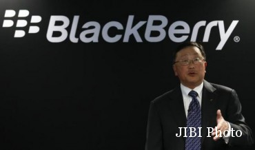 Blackberry's Chief Executive Chen gestures during a news conference at the Mobile World Congress in Barcelona