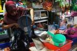 Pedagang beras di Pasar Gading, Solo, Selasa (3/3/2015). (Sunaryo Haryo Bayu/JIBI/Solopos)
