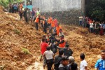 Evakuasi korban longsor Sukabumi, Minggu (29/3/2015). (JIBI/Solopos/Antara/Budiyanto)