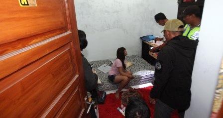 Razia rumah kos di Laweyan, Rabu (11/3/2015) dini hari. (Reza Fitriyanto/JIBI/Solopos)