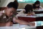 Ujian Sekolah di SMA Negeri 5 Solo, Jumat (13/3/2015). (Reza Fitriyanto/JIBI/Solopos)