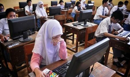 UN CBT diuji coba di SMAN 1 Surabaya, Senin (23/3/2015). (JIBI/Solopos/Antara/Herman Dewantoro)