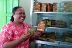 Manajer KSU Jatirogo menunjukkan kemasan produk gula semut organik yang telah dipasarkan secara luas, Selasa (24/3/2015). (JIBI/Harian Jogja/Holy Kartika N.S)