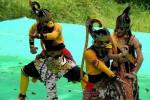 Sejumlah penari menampilkan Sendratari Sugriwo Subali yang secara perdana dipentaskan di Pendapa Objek Wisata Goa Kiskendo, Minggu (22/3/2015). (JIBI/Harian Jogja/Holy Kartika N.S.)